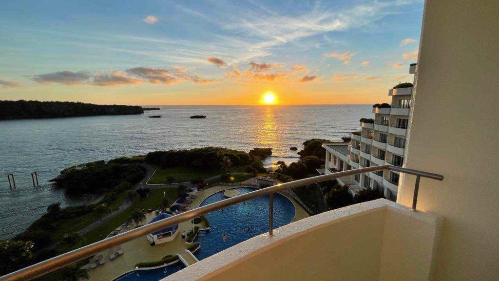 ANAインターコンチネンタル万座ビーチリゾートで夕日を見る